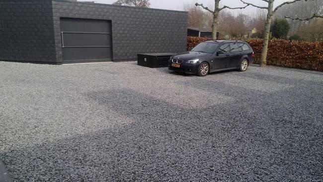 Стоянка под машину на даче из щебня своими руками 27